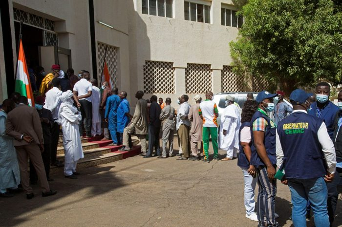 Seven poll workers killed by landmine as Niger votes in presidential runoff